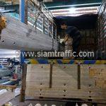 ราวเหล็กกั้นถนน ขนส่งไปยังประเทศกัมพูชา