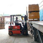 สี thermoplastic สีเหลือง จำนวน 500 ถุง ส่งไป เมืองเมียวดี ประเทศพม่า
