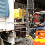 สีตีเส้นจราจร จำนวน 1,500 ถุง ส่งไป เมืองเมียวดี ประเทศพม่า