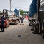 สีตีเส้นจราจร TRI-STAR จำนวน 1,000 ถุง ส่งไปเมืองเมียวดี ประเทศพม่า