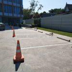 ตีเส้นจราจรช่องจอดรถยนต์ จำนวน 38 ช่อง ที่อาคารสุรินทร์ (Surin building) เขตคลองสาน