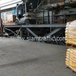 สีตีเส้นจราจรพลาสติก ส่งออกประเทศพม่า จำนวน 1,500 ถุง