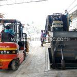 สีจราจรทาถนน ส่งออกประเทศพม่า จำนวน 1,500 ถุง