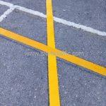 ตีเส้นจราจร แบ่งช่องสีเหลือง ที่ตลาดรถนัดไฟ ศรีนครินทร์