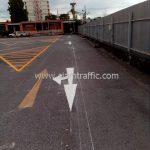 ตีเส้นจราจร มาตรฐาน แบ่งช่องสีเหลือง จำนวน 430 ตารางเมตร ที่ตลาดรถนัดไฟ ศรีนครินทร์