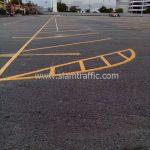 การตีเส้นจราจร แบ่งช่องสีเหลือง จำนวน 430 ตารางเมตร ที่ตลาดรถนัดไฟ ศรีนครินทร์