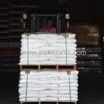 สีตีเส้นจราจร จำนวน 650 ถุง ส่งไปสาธารณรัฐแห่งสหภาพพม่า
