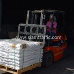 สีตีเส้นถนน จำนวน 650 ถุง ส่งไปประเทศพม่า
