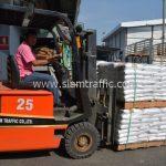 สี ตีเส้นจราจร จำนวน 650 ถุง ส่งไปประเทศพม่า