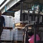 สีตีเส้นจราจร จำนวน 650 ถุง ส่งไปพม่า