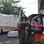 สีตีเส้นจราจร จำนวน 650 ถุง ส่งไปที่ประเทศพม่า