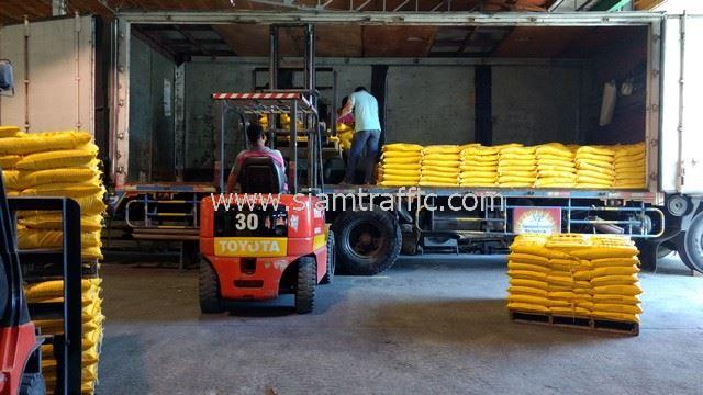 สี thermoplastic จำนวน 1,500 ถุง ส่งออกไปที่ประเทศกัมพูชา