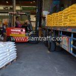 สีเทอร์โมพลาสติกสีขาว และสีเหลือง จำนวน 1,500 ถุง ส่งไปที่พนมเปญ ประเทศกัมพูชา