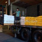 สีเทอร์โมพลาสติก จำนวน 1,500 ถุง ส่งไปที่พนมเปญ ประเทศกัมพูชา