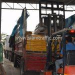สีตีเส้นจราจรสีเหลือง จำนวน 2,700 ถุง ส่งไปที่ประเทศพม่า