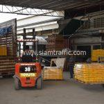 สี thermoplastic สีเหลือง จำนวน 2,700 ถุง ส่งไปที่ประเทศพม่า