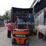 สีตีเส้นจราจร จำนวนทั้งหมด 3,700 ถุง ส่งไปที่เมืองเมียวดี ประเทศพม่า