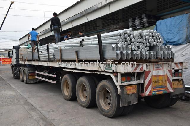 highway guardrail ส่งไป อำเภอมโนรมย์ จังหวัดชัยนาท จำนวน 446 แผ่น