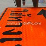 ป้ายเตือนงานก่อสร้างถนน ใช้ทางเบี่ยง ตค.24 โครงการก่อสร้างทางหลวงหมายเลข 4169
