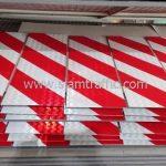 ป้ายบั้งลายเฉียง ขาว-แดง ขนาด 20 x 60 ซม. โครงการก่อสร้างทางหลวงหมายเลข 4169 ตอน บ.เฉวง-บ.ใต้