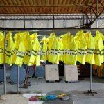 เสื้อกันฝนจราจร เทศบาลตำบลฉลอง จำนวน 24 ตัว