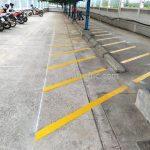 ตีเส้นที่จอดรถ ที่บริษัท ยูนิลีเวอร์ ไทย โฮลดิ้งส์ จำกัด (โรงงานเกตเวย์ จังหวัดฉะเชิงเทรา)