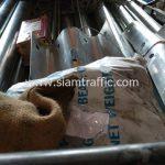 โรงงานผลิตการ์ดเรล มอก.248-2531 ส่งการ์ดเรลไปยังอำเภอดำเนินสะดวก จังหวัดราชบุรี