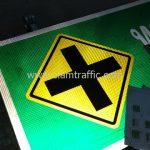 สัญลักษณ์ทางแยก ถนนศรีนครินทร์ - ร่มเกล้า จากคลองหัวหมาก ถึง คลองลำสาลี