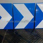 ป้ายเชฟรอนขนาด 60 x 75 ซม. พื้นป้ายสีน้ำเงิน สัญลักษณ์สีขาว
